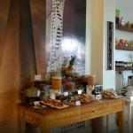 Desayuno buffet en el restaurante patios de san telmo, pintoresco hotel en Buenos Aires